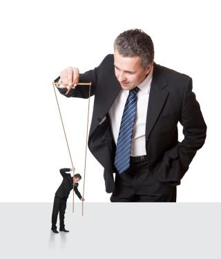 directivo y empleado marioneta Empresa 2.0: Adiós al Paradigma del Control
