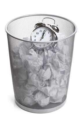 reloj en papelera GTD: Por Qué Fallan los Sistemas de Productividad Personal